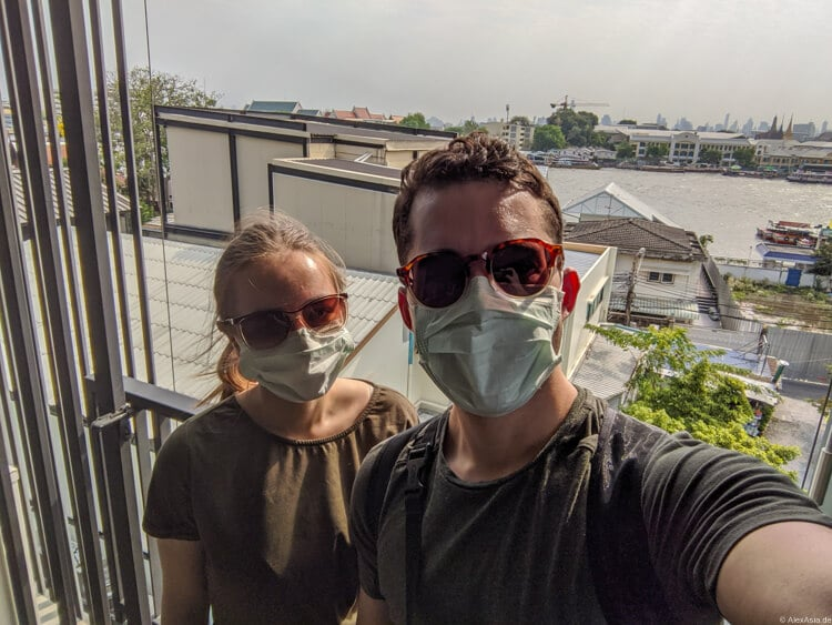 backpacking anfänger mit covid maske in thailand